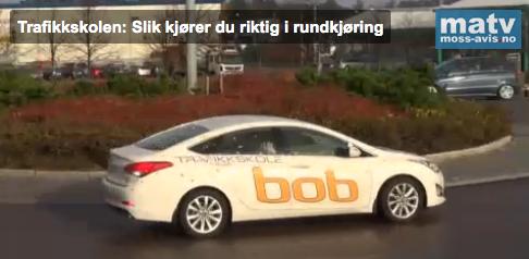 Oddleif Bakken fra Bob Trafikkskole viser deg hvordan du skal kjøre i rundkjøringer