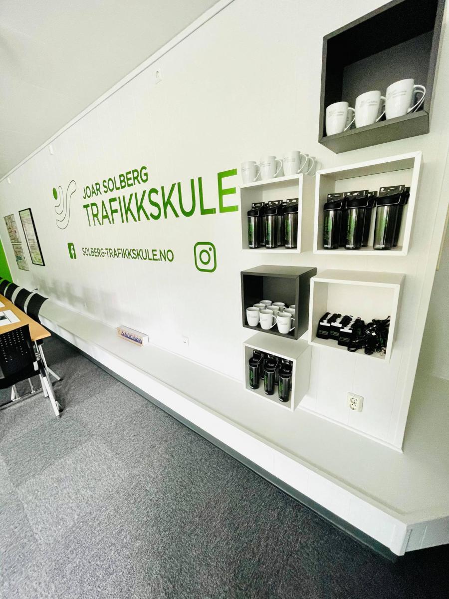 Lyse og luftige lokaler med innslag av grønt