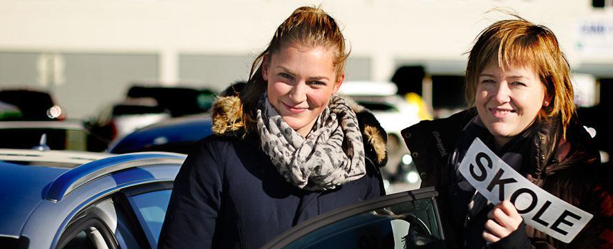 En elev som har øvelseskjørt hjemme og tatt førerkort hos Olavs Trafikkskole