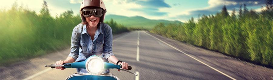 jente på moped